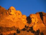 Mount Rushmore Memorial at Sunset Fotografisk tryk af L. Clarke