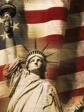 Statue de la Liberté avec drapeau américain Reproduction photographique par Joseph Sohm