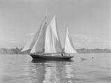 The Thetis Sailing on Lake Washington Photographic Print by Ray Krantz