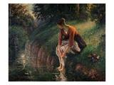 Giovane donna che si lava i piedi in un ruscello Stampa giclée di Camille Pissarro