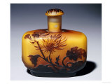 A Galle Carved, Acid-Etched and Cased Glass Flacon and Stopper with Chrysanthemum Design Giclée-tryk af Émile Gallé