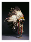 A Fine Sioux War Bonnet, Sewn with Twenty-Nine Eagle Feathers Giclée-Druck