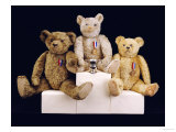 Three Farnell Teddy Bears on a Medal Winners Plinth Giclée-Druck von Farnell