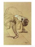 Seated Dancer Adjusting Her Shoes, circa 1890 Giclée-tryk af Edgar Degas