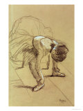 Seated Dancer Adjusting Her Shoes, circa 1890 Giclée-Druck von Edgar Degas