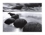 Rochers sur la plage Affiches
