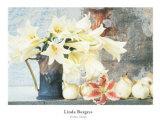 Lys longiflorum dans une cruche Affiches par Linda Burgess