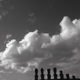 Distant view of Moai statues, Easter Island, Chile Lámina fotográfica
