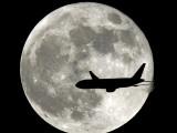 Jet Plane Passes in Front of the Full Moon Above Surfside, Florida Fotografisk trykk