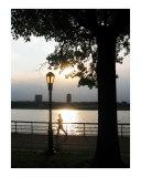 Joggeur au soleil couchant un jour d'été Reproduction procédé giclée par New Yorkled