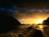 Sunrise Over Lake Manapouri, Fiordland National Park, Southland, New Zealand Fotografisk tryk af Gareth McCormack