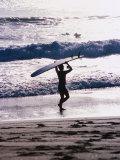 Longboarder Walking on Beach, Indonesia Fotografisk tryk af Paul Beinssen