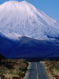 Mt. Ngauruhoe, Tongariro National Park, New Zealand Photographic Print by Oliver Strewe