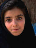 Girl at Aschiana School, Looking at Camera, Kabul, Afghanistan Fotografie-Druck von Stephane Victor