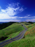 Bicycle Rider on Long and Winding Road, Mount Tamalpais, California, USA Fotografisk tryk af Thomas Winz