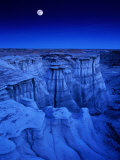 Full Moon Rises Over Landscape in De-Na-Zin Wilderness, Bisti Badlands, New Mexico, USA Fotografie-Druck von Karl Lehmann