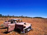 Christopher Groenhout - Abandoned Old Holden Car on Mereenie Loop Road, Australia Fotografická reprodukce