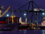 Container Ships, Melbourne Docks, Melbourne, Australia Fotografie-Druck von Peter Hendrie