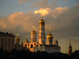Ivan the Great Bell Tower, Sandwiched Between Kremlin Cathedrals, Moscow, Russia Lámina fotográfica por Jonathan Smith