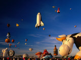 Space Shuttle and Cow Shaped Balloons at Balloon Fiesta, Albuquerque, New Mexico, USA Fotografisk tryk af Ralph Lee Hopkins