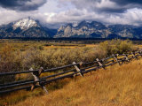 Fencing in the Grand Teton National Park, Grand Teton National Park, Wyoming, USA 写真プリント : キャロル・ポリッシュ