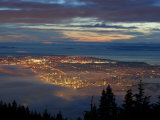 City from Grouse Mountain at Sunset, North Vancouver, Vancouver, Canada Fotografisk tryk af Lawrence Worcester