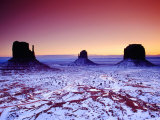 Looking Over Valley from Visitors Centre Area at Sunrise in Winter, Monument Valley, USA Fotodruck von Witold Skrypczak