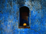 The Weathered Blue Facade to Santa Maria Tonantzintla,Puebla, Mexico Photographie par Jeffrey Becom