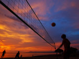 Sunset Volleyball on Playa De Los Muertos (Beach of the Dead), Puerto Vallarta, Mexico Fotografisk tryk af Anthony Plummer