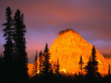 Sunrise on Sinopah Mountain at Two Medicine Lake - Glacier National Park, Montana, USA Stampa fotografica di John Elk III