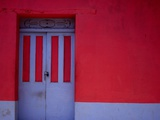 Brightly Painted House Facade in Suchitoto,Suchitoto,Cuscatlan, El Salvador Fotografie-Druck von Jeffrey Becom
