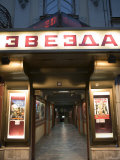 Zvezda Cinema, Belgrade, Union of Serbia and Montenegro (Yugoslavia) Fotografisk tryk af Greg Elms