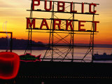 Pike Place Market Sign, Seattle, Washington, USA Fotografisk tryk af Lawrence Worcester