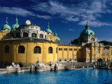 The Outdoor Swimming Pools of Szechenyi Thermal Baths in City Park, Budapest, Hungary 写真プリント : マーティン・モース