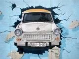 Wandgemälde an der Berliner Mauer, East Side Gallery, Berlin, Deutschland Fotografie-Druck von Martin Moos