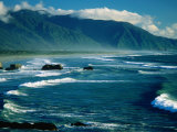Surf with Mountains in Background, Near Greymouth, Greymouth, New Zealand Fotografisk trykk av Dennis Johnson