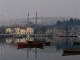 Foggy Day Over Eyup Waterfront, Istanbul, Istanbul, Turkey Fotografisk tryk af Izzet Keribar