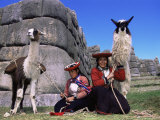 Local Indian Women with Domestic Llamas, Sacsayhumman, Cusco, Peru, South America Fotografie-Druck von Pete Oxford