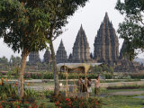 Hindu Temples at Prambanan, Unesco World Heritage Site, Island of Java, Indonesia Photographie par Charles Bowman