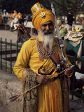 Sikh Man in Ceremonial Dress, Bangla Sahib Gurdwara, Delhi, India Fotografie-Druck von David Beatty