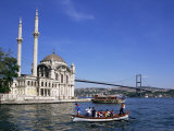Ortokoye Mosque and Bosphorus, Istanbul, Turkey, Eurasia Fotografie-Druck von Charles Bowman