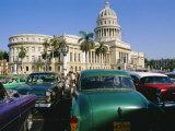 Old 1950s American Cars Outside El Capitolio Building, Havana, Cuba Photographie par Bruno Barbier