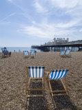 Deck Chairs and Pier, Brighton Beach, Brighton, Sussex, England, United Kingdom Reproduction photographique par Ethel Davies