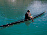 Inuit in Traditional Kayak, Greenland, Polar Regions Lámina fotográfica por David Lomax