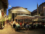 Restaurants Near the Ancient Pantheon in the Evening, Rome, Lazio, Italy Lámina fotográfica por Gavin Hellier