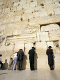 Jews Praying at the Western Wall, Jerusalem, Israel, Middle East Impresso fotogrfica por Adrian Neville