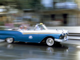 Panned Shot of Old American Car Splashing Through Puddle on Prado, Havana, Cuba, West Indies Photographie par Lee Frost