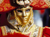 Portrait of a Person Dressed in Mask and Costume Taking Part in Carnival, Venice, Italy Photographie par Lee Frost
