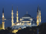 Blue Mosque (Sultan Ahmet Mosque) at Night, Istanbul, Turkey Fotografisk tryk af Lee Frost