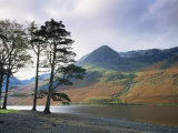 Berglandschap met meer Buttermere, Lake District, Engeland Fotoprint van Roy Rainford